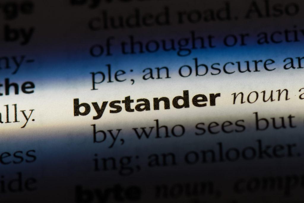 Auszug aus einem englischen Wörterbuch mit dem Wort 'bystander'